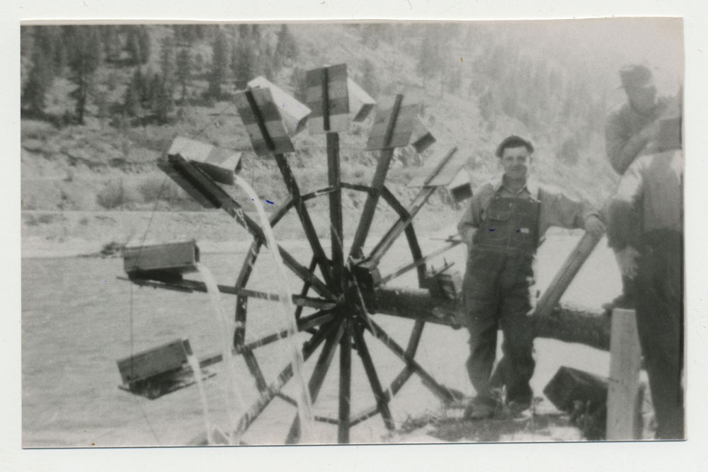 the water wheel Bateman Ed Dad and Emil Nelson Dads water wheelat home in river bottom 1937